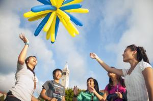 Students fly balloons image